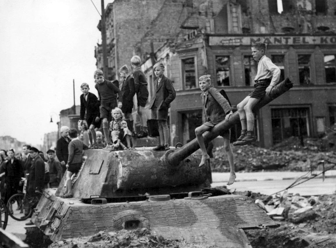 Panzert rm berlin 1945 panzer garage for Garage ad barlin
