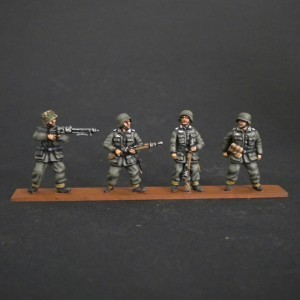 PANZERGRENADIERS FOR  SDKFZ. 251.250 1/72